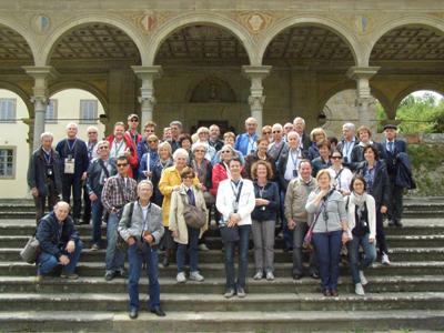 Ad Arezzo al Santuario di Santa Maria delle Grazie. Davanti, al centro, in giacca bianca Giovanni, la nostra ineguagliabile gu