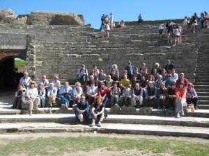 Con la bravissima guida Francesca ,in piedi al centro, nel magico spazio del Circo Massimo, Appia Antica